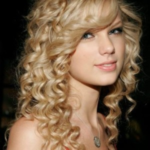 easy-prom-hairstyles-for-long-curly-hair-53fbfdc2a9b93-500x500