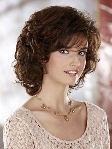 Cute-hairstyles-with-bangs-for-medium-length-curly-hair